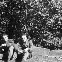 Fig. 7 Autunno 1944, Inverso di Pinasca. Adolfo (sinistra) ed Ettore Serafino (destra) [Archivio famiglia Serafino]