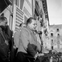 Togliatti dal palazzo del Governatore, piazza Garibaldi, 12-04-1948