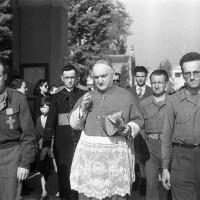 L'arcivescovo Evasio Colli insieme ai preti partigiani