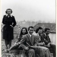 Fig. 11 Gruppo di partigiani in Valchiusella nell'inverno 1944-1945 [Archivio Istoreto, fondo Novascone]