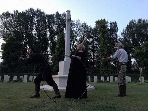 Fig.5. Iliade/Poema della forza, Archivio Zeta al Cimitero del Commonwealth di Bologna, 2017 (foto: Massimo Marino)