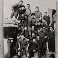 Fig. 14 Autunno 1943-primavera 1944, gruppo di partigiani della banda Rolandino (Natale Rolando) nelle valli di Lanzo [Centro di documentazione di storia contemporanea e della resistenza nelle Valli di Lanzo Nicola Grosa]