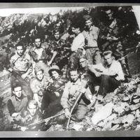 Fig. 12 Gruppo di partigiani della 41ª Brigata Garibaldi [Archivio Istoreto, fondo Dal Mas]