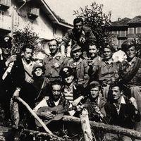 Fig. 9 Estate 1944, gruppo partigiano a Usseglio, nelle valli di Lanzo [Centro di documentazione di storia contemporanea e della resistenza nelle Valli di Lanzo Nicola Grosa]